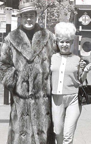 Barbara Windsor with Victor Spinetti