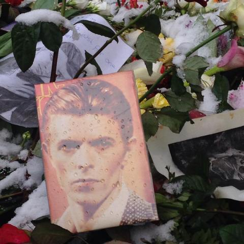 shrine-outside-bowie-s-old-apartment-berlin-schneberg_24335264912_o