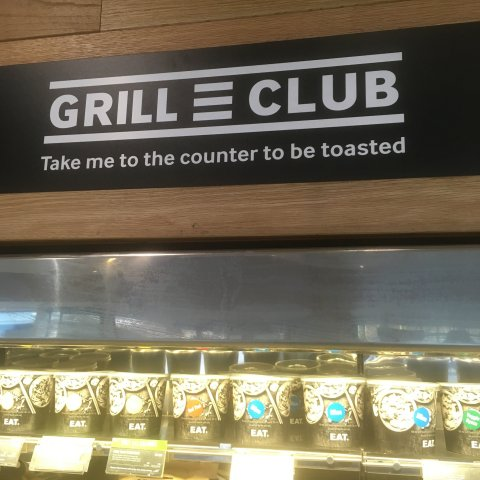 Eat Grill Club sign