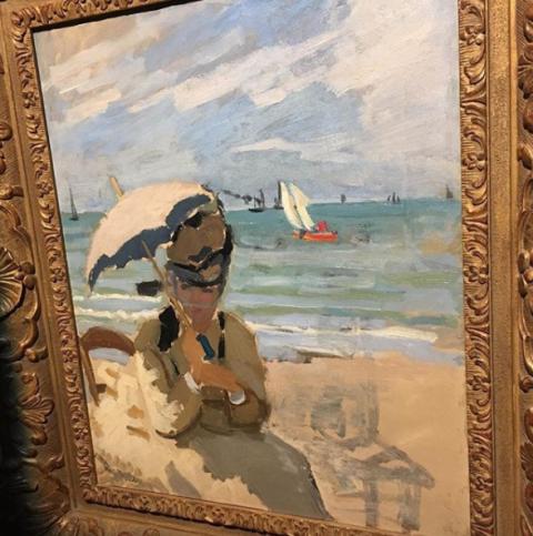 Camille assise sur la plage à Trouville - Monet (1870/71)