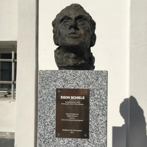 egon schiele bust neulengbach austria 2016