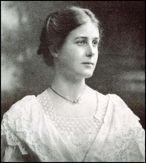Harriet Shaw Weaver in 1907