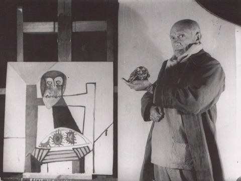 Picasso and owl (1947) photographed by Michel Sima