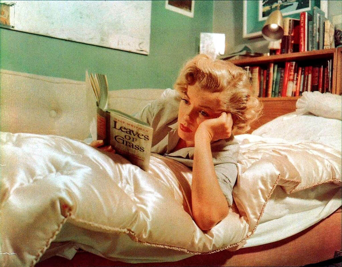 Marilyn Monroe Reads walt whitman's leaves-of-grass