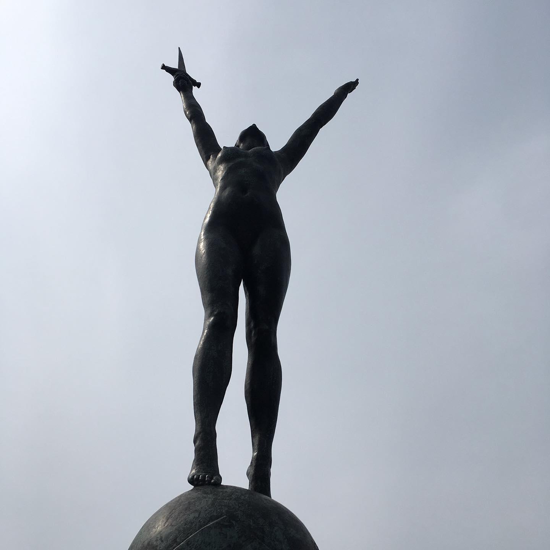 naked lady henlys corner statue war memorial